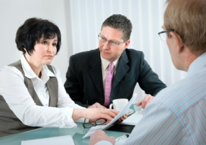 Divorce-Lawyer-and-couple-01-24-121